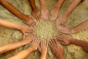 hands_sand